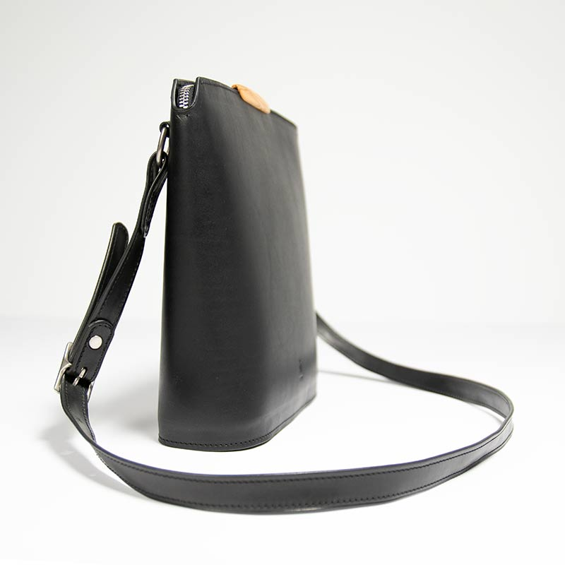 Bento-crossbody-black_03